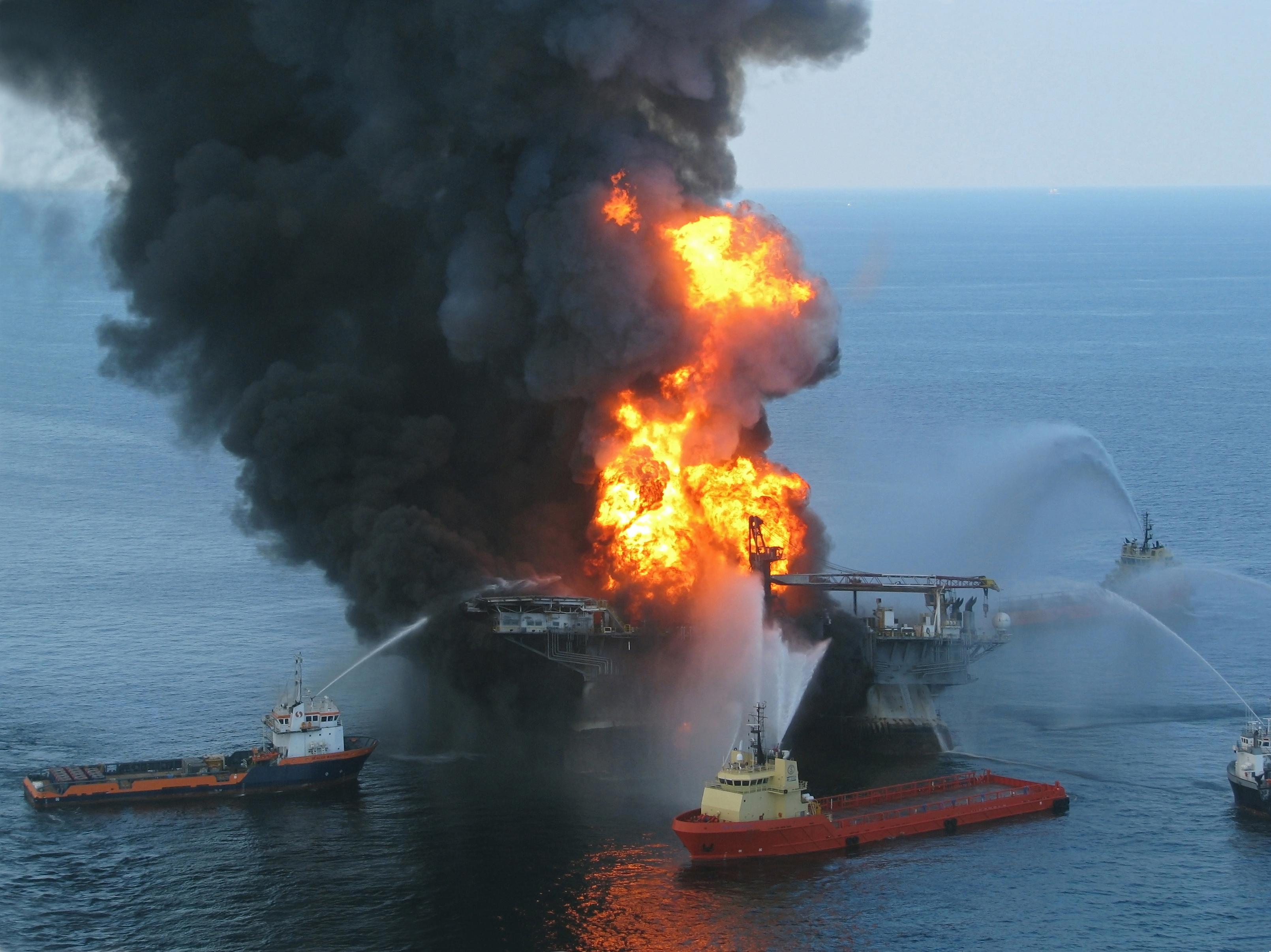 Взрыв нефтяной платформы