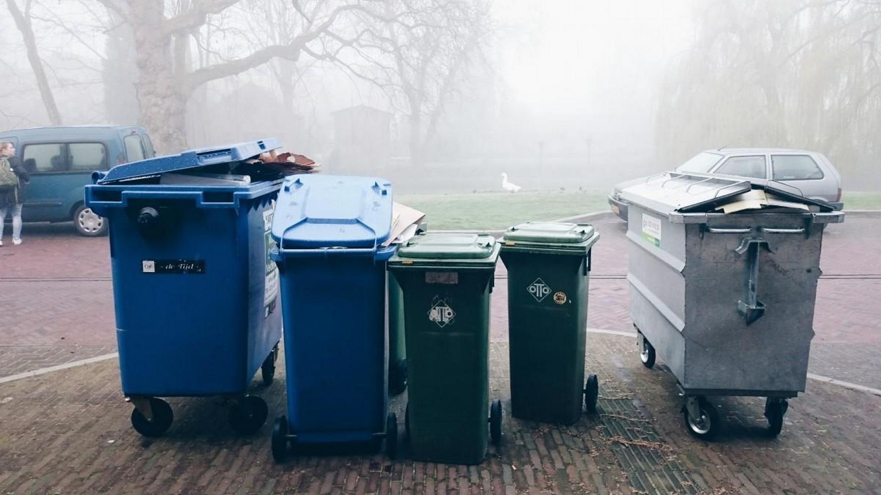 пластиковые мусорные контейнеры
