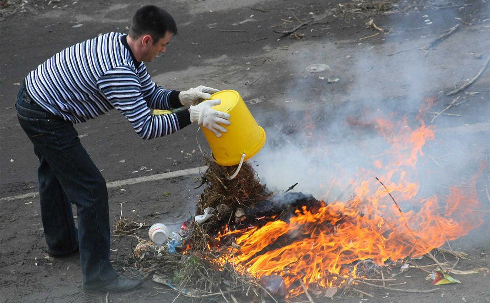 сжигание мусора во дворе