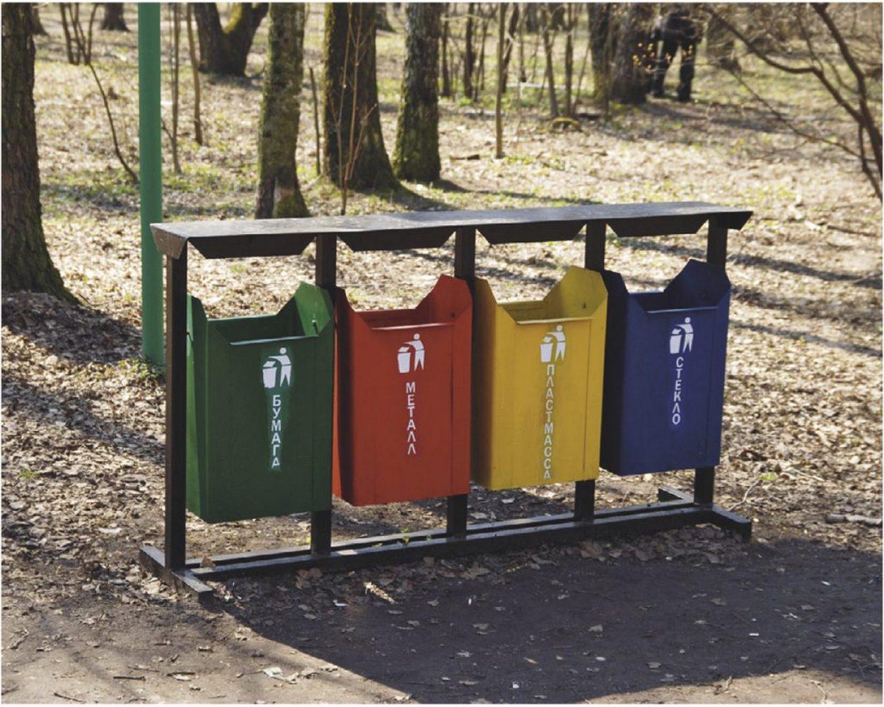 раздельные мусорные контейнеры