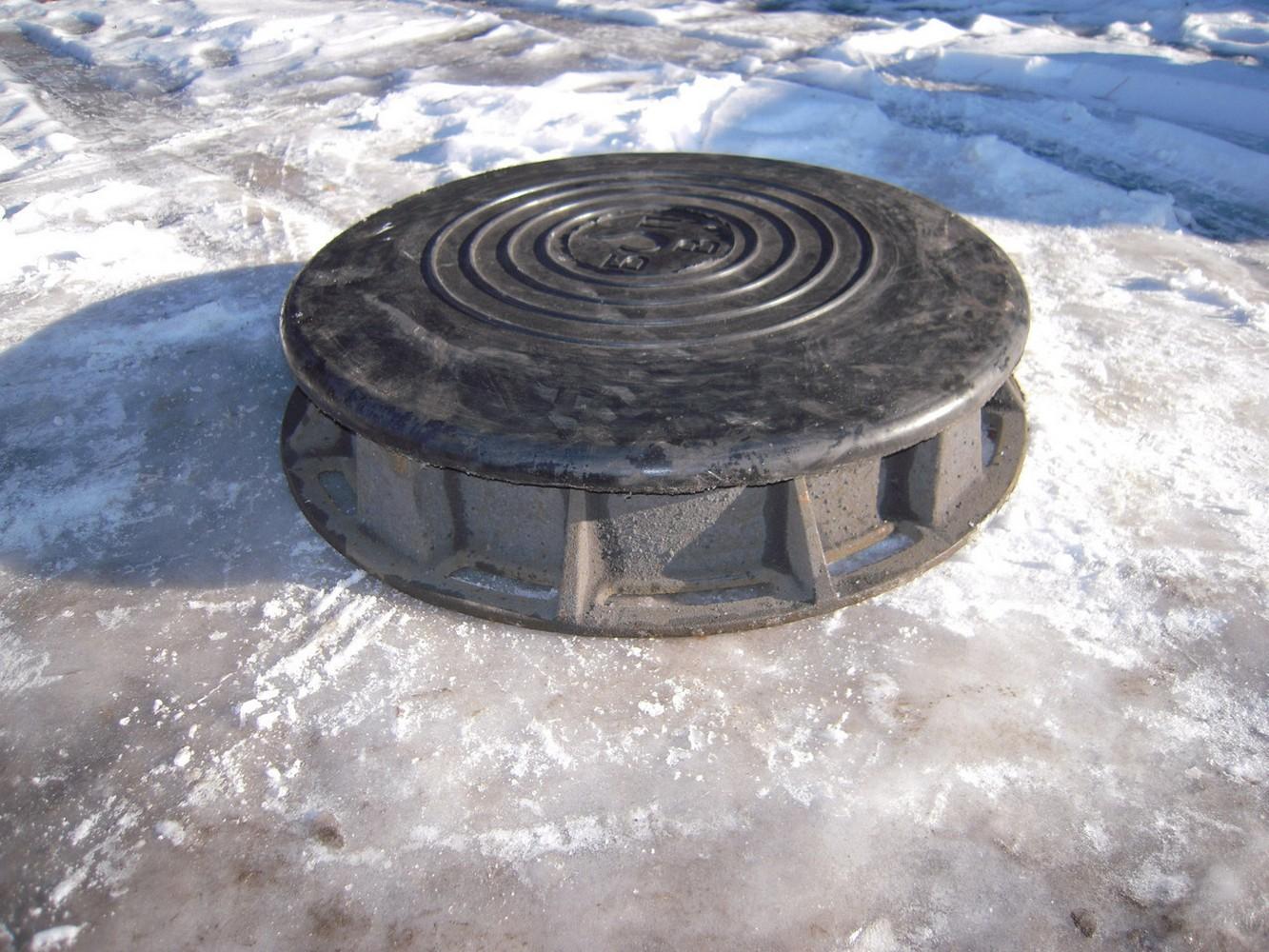 крышка канализационного люка