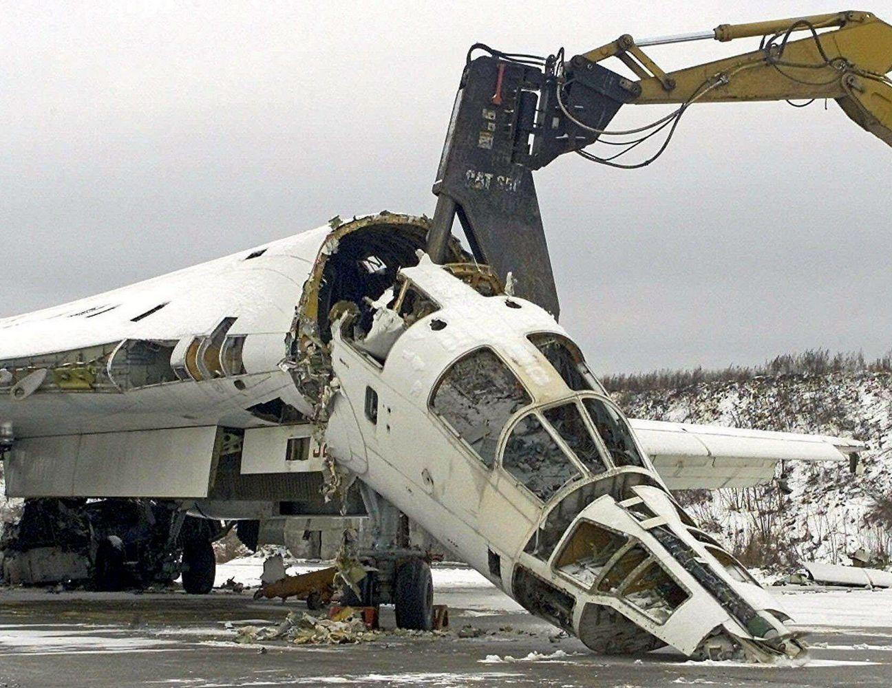 разрезание на части самолета