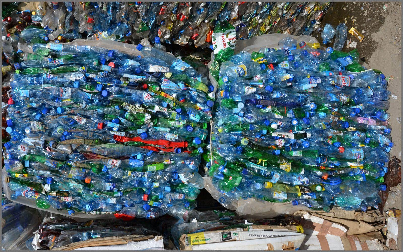 склад пластиковых отходов