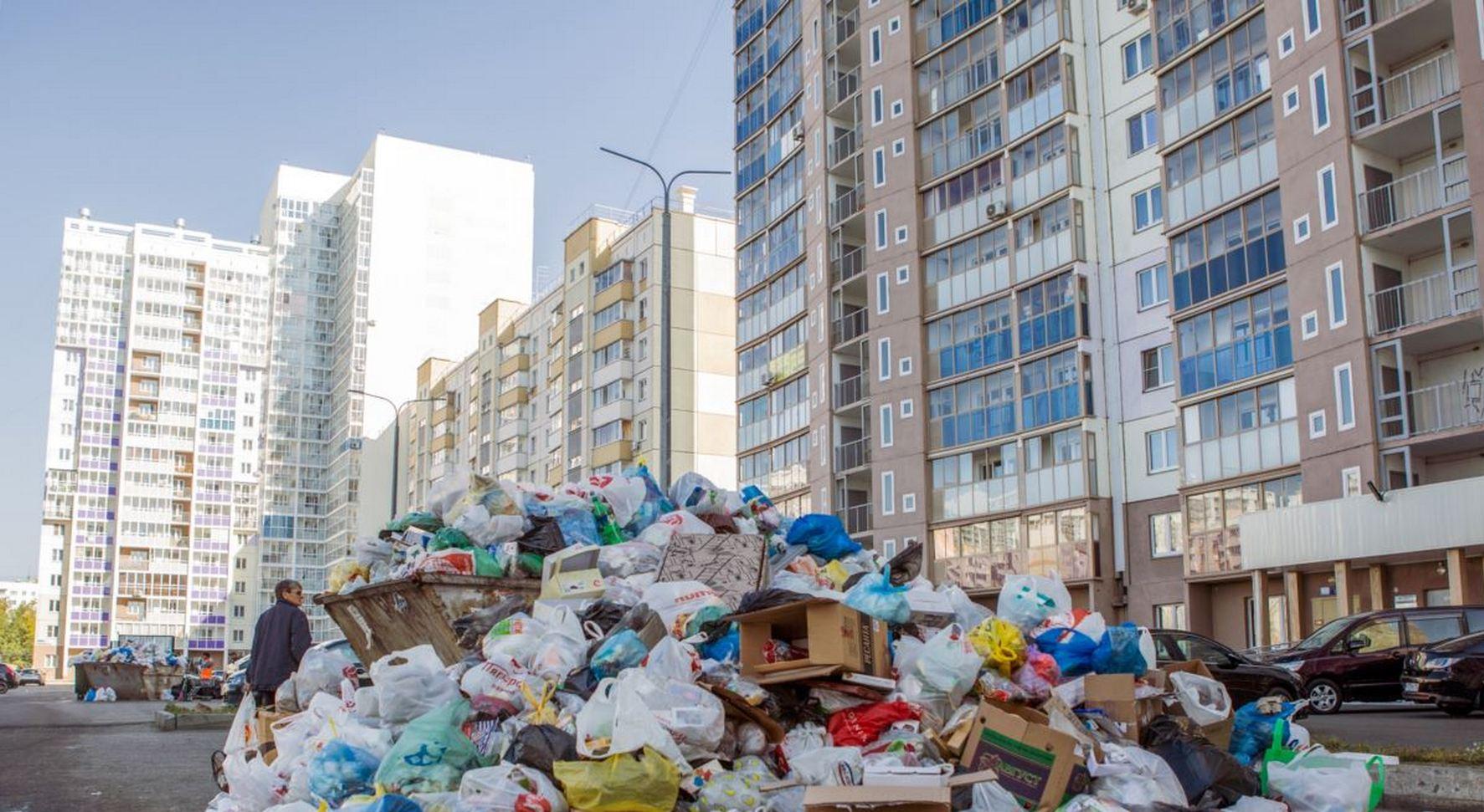 свалка мусора посреди улицы