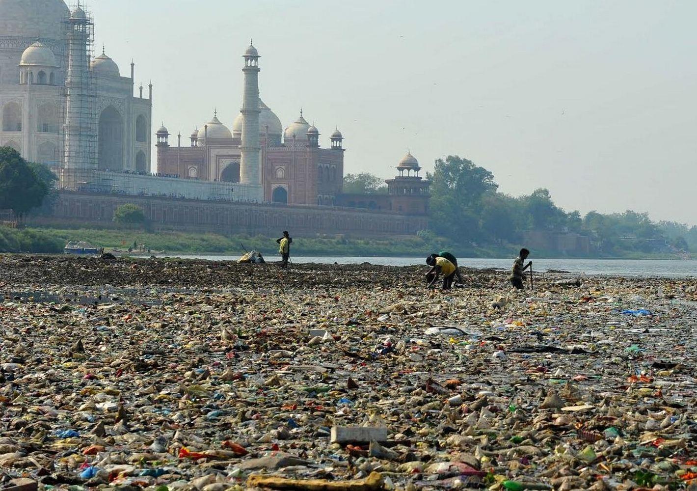 свалка мусора в индии