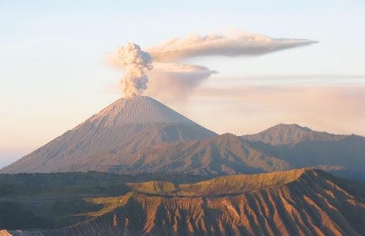 Как вулканы влияют на окружающую среду
